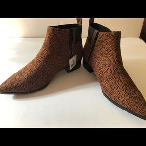 Womens Brown with black speckle pointy booties.